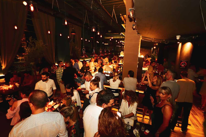 Pogled na Black George restoran i na atmosferu nocnog zivota